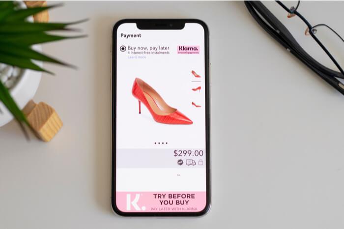 Klarna Online-Shopping Bezahlen mit Smartphone