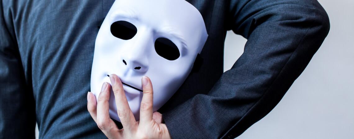 Geschäftsmann mit Maske
