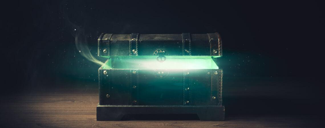 Dunkle Kiste, aus der grüner Rauch entsteigt.