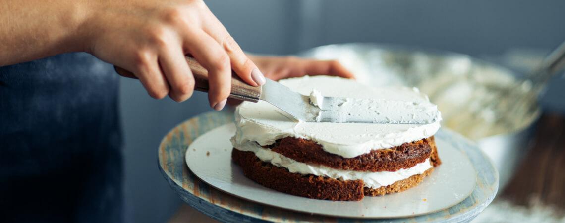 Torte, die geschnitten wird