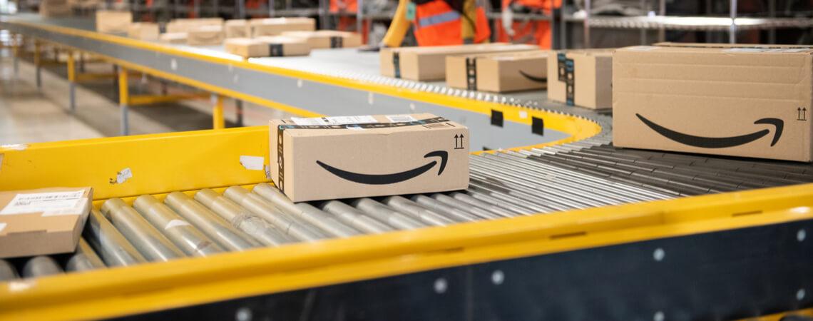 Amazon-Pakete im Warenlager