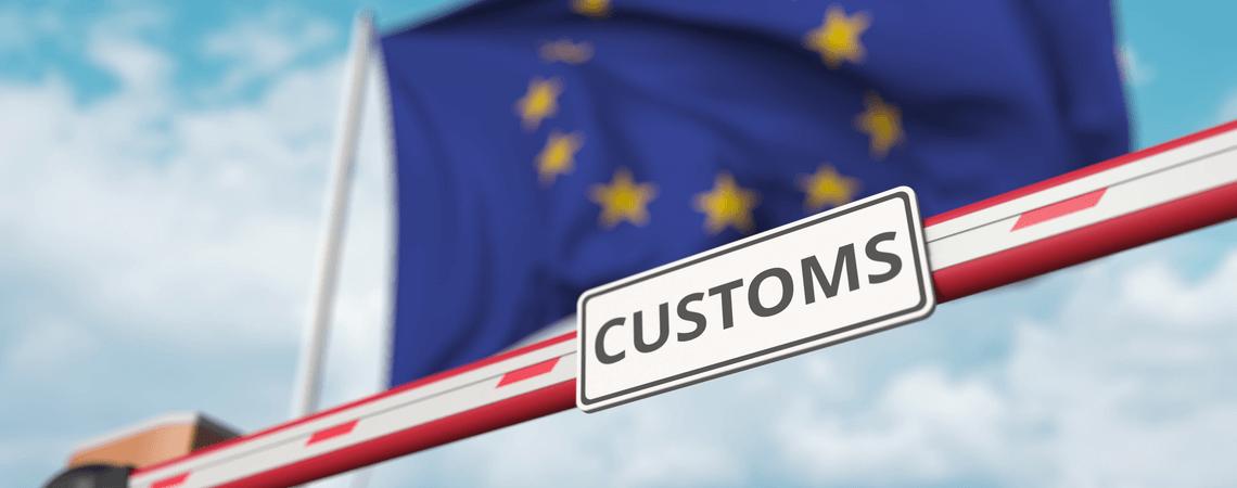 Sperre mit EU-Flagge