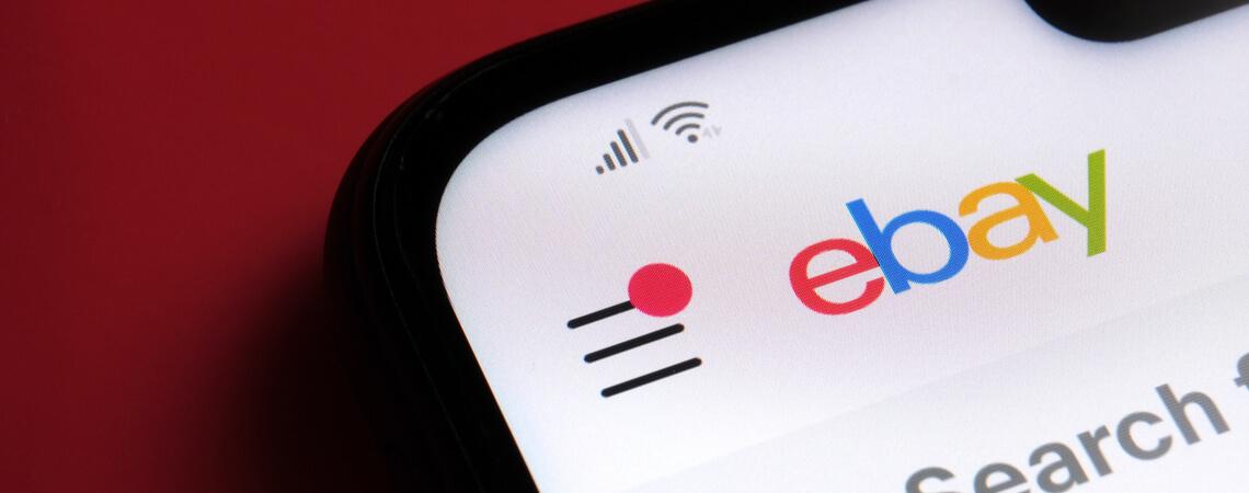 ebay Logo auf Handydisplay