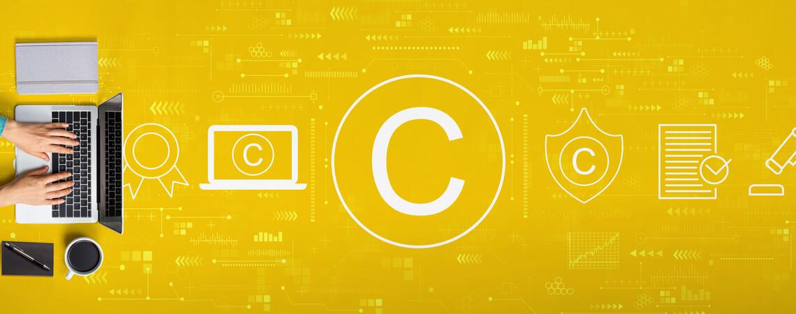 Copyright-Zeichen auf gelbem Hintergrund
