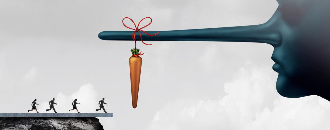 Leute rennen auf Karotte zu