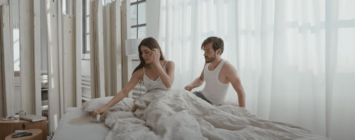 Cappuccino im Bett verschüttet