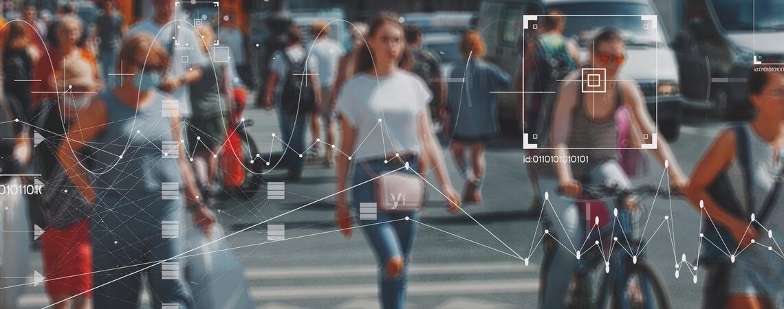 Gesichtserkennungs- und Identifizierungstechnologien in Straßenüberwachungskameras, Strafverfolgungskontrolle.