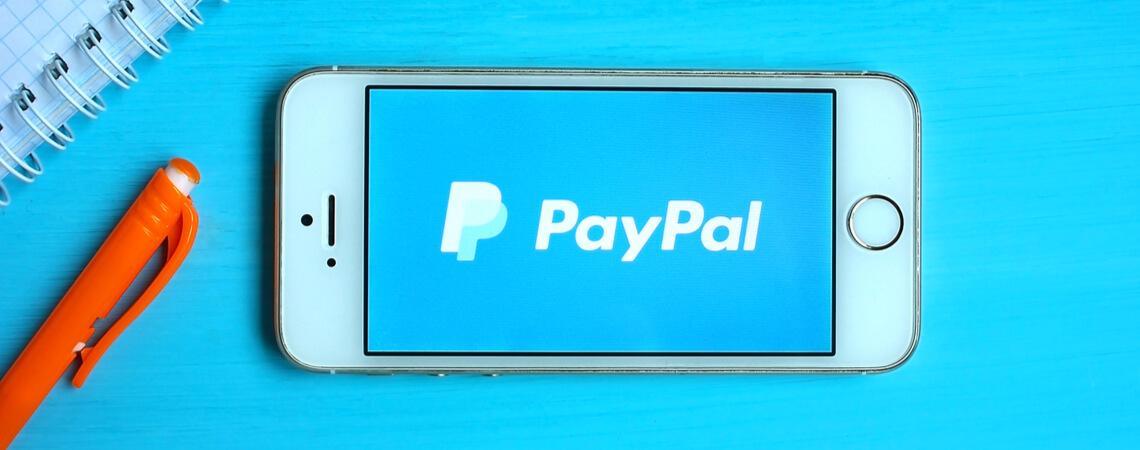 Paypal Logo auf Smartphone