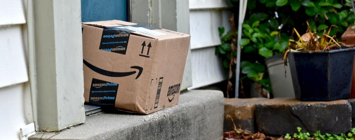 Amazon-Paket vor einer Haustür
