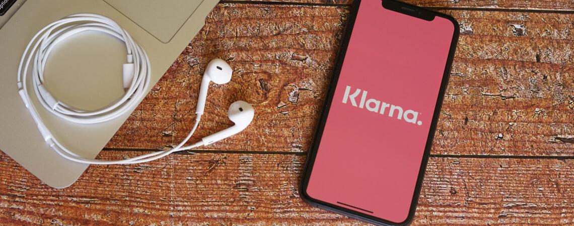 Klarna-Logo auf einem Smartphone