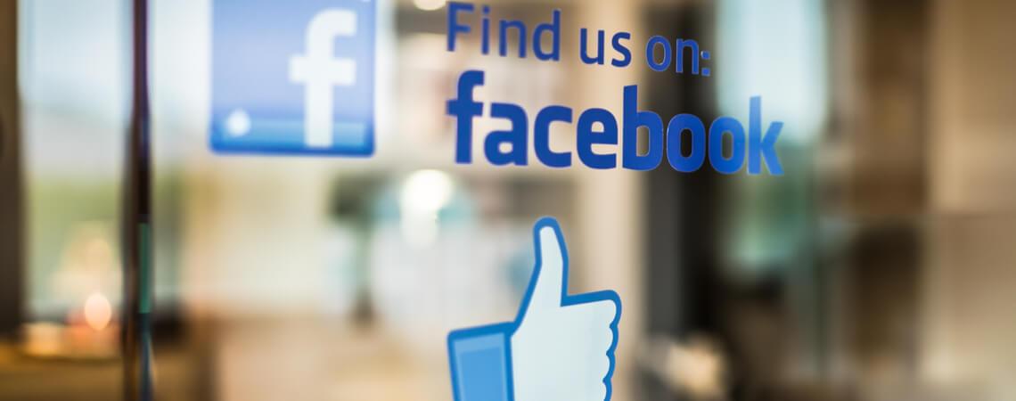 Schriftzug Find us on Facebook