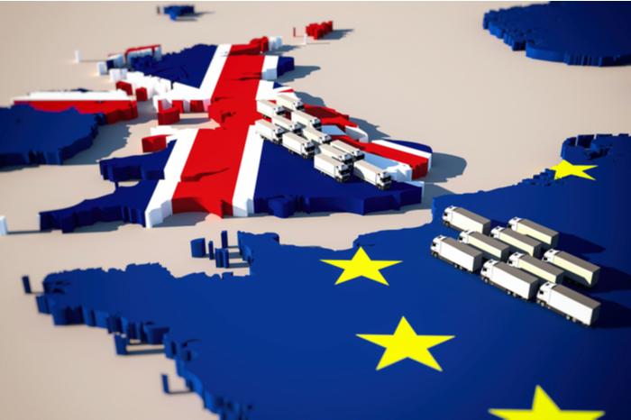 LKW warten an der Grenze zwischen UK und EU
