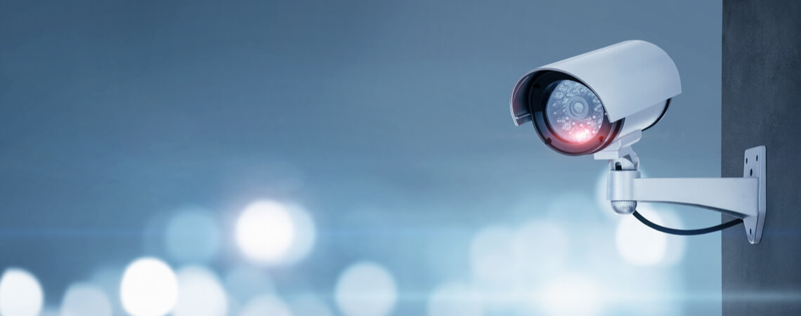 Überwachungskamera an der Wand