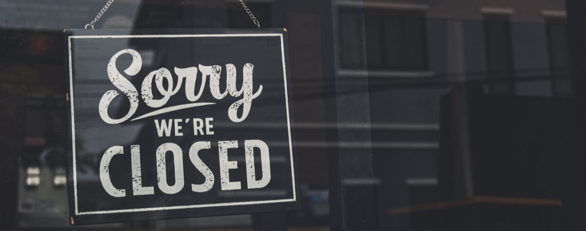 Geschlossen-Schild an einem Geschäft