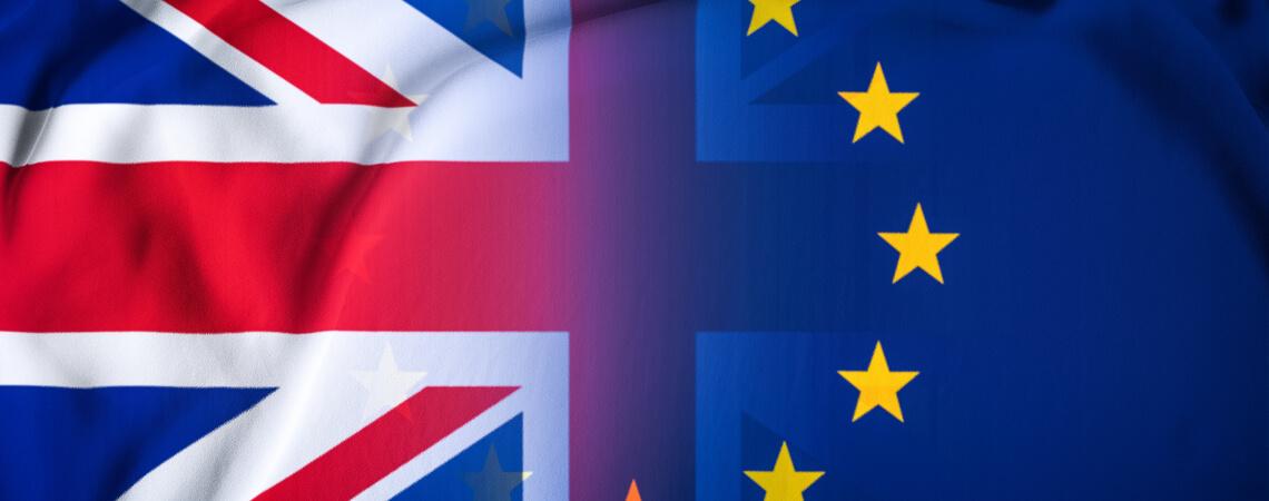 UK und EU Flagge vermischen sich