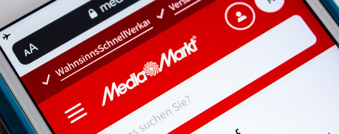 Media-Markt-Shop der im Browser auf einem Smartphone geöffnet ist