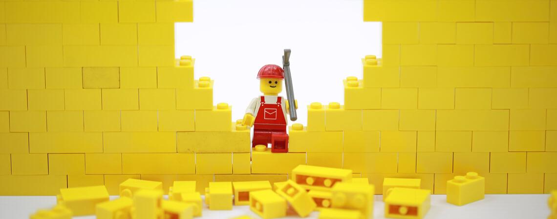 Loch in Wand aus Bausteinen