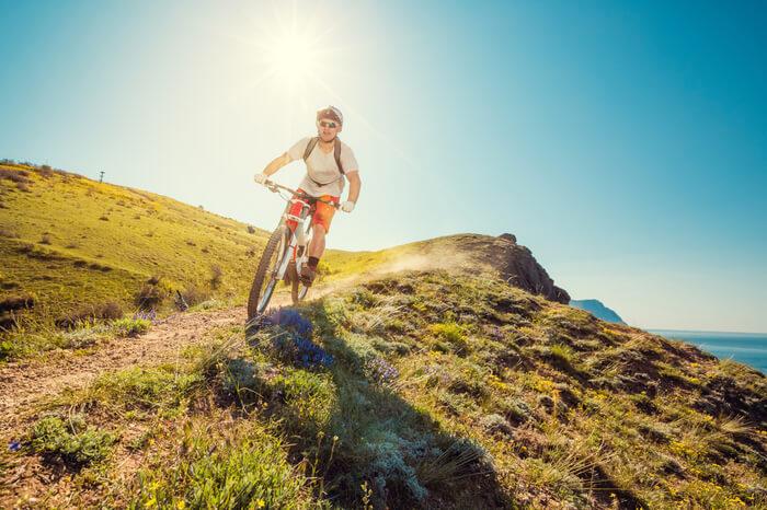 Radfahrer in der Sonne