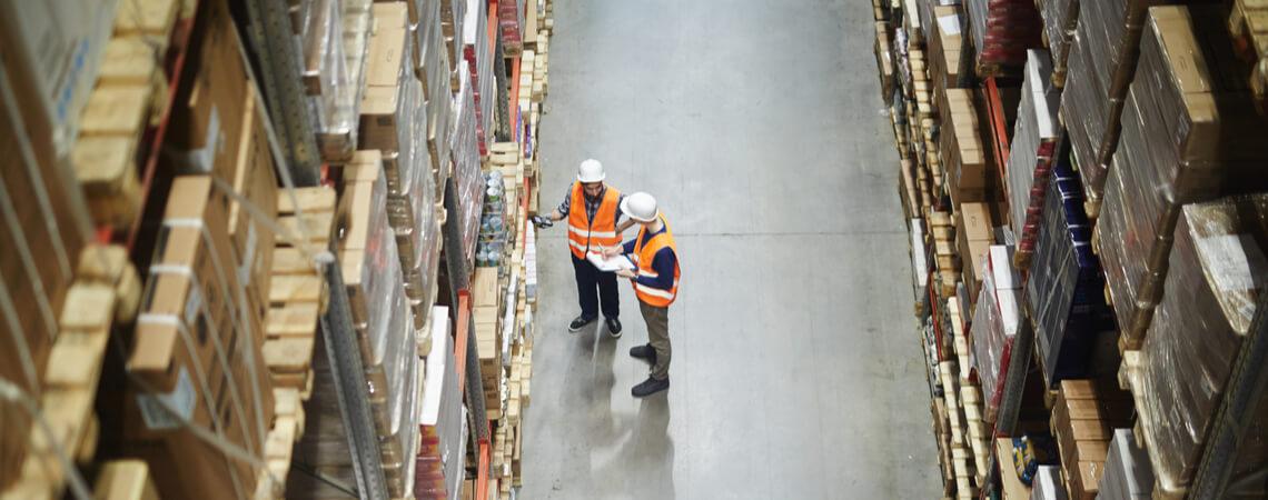 Arbeiter im Logistiklager