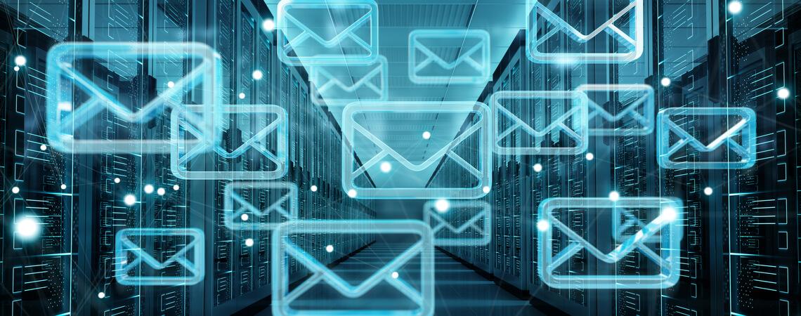 Virtuelle Briefe in Serverraum