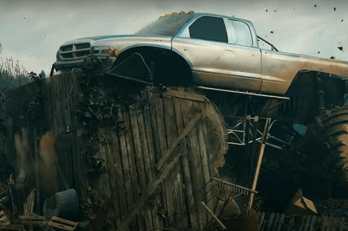 Monstertruck zerstört Gartenlaube