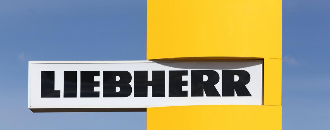 Liebeherr-Logo vor Firmensitz