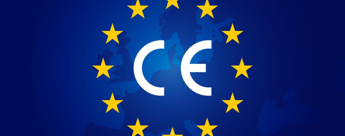 CE-Kennzeichen vor Landkarte von Europa