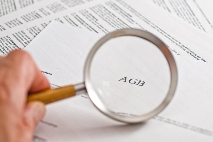 Lupe auf Papier mit AGB