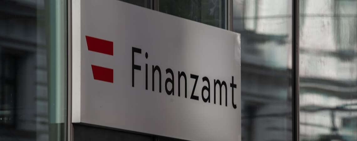 """Schild """"Finanzamt"""""""