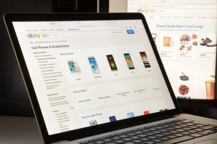 Ebay-Seite auf Laptop