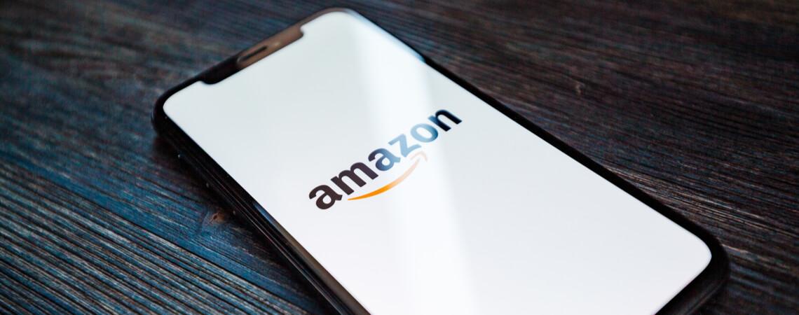 Amazon-Logo auf einem Smartphone