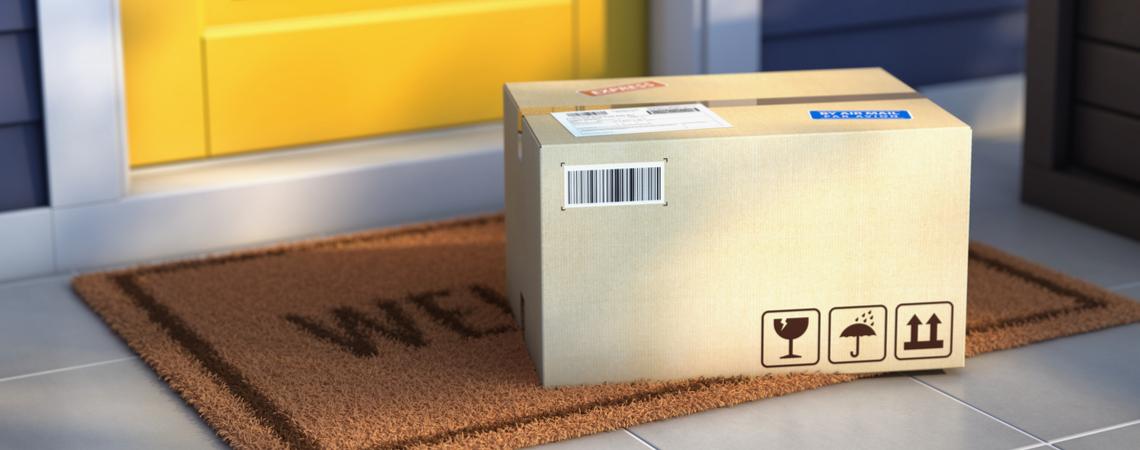 Paket vor Haustür abgestellt