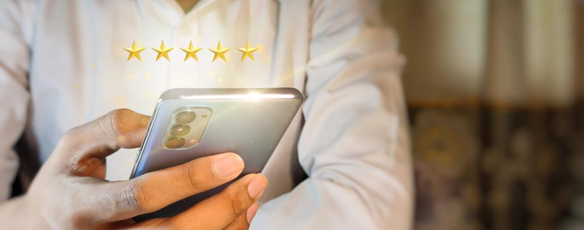 Bewertungssterne über Mobiltelefon