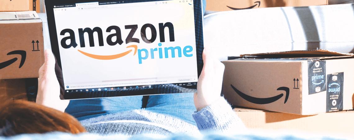 Amazon-Prime-Nutzer mit Paketen