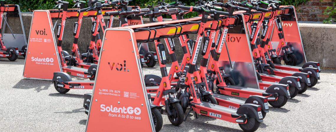 E-Scooter Voi in Ladestation