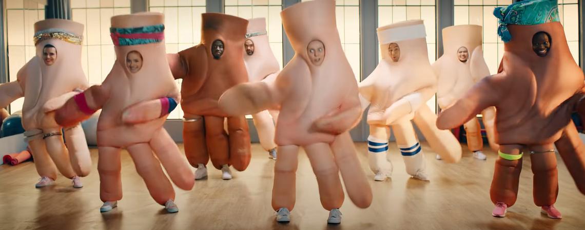 Riesenhände tanzen Aerobic
