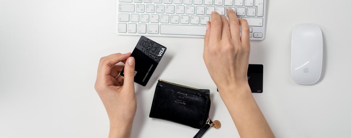 Kreditkarte an einer Tastatur