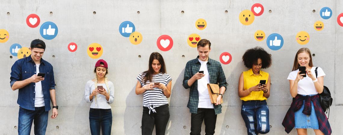 Junge Menschen im sozialen Netzwerk