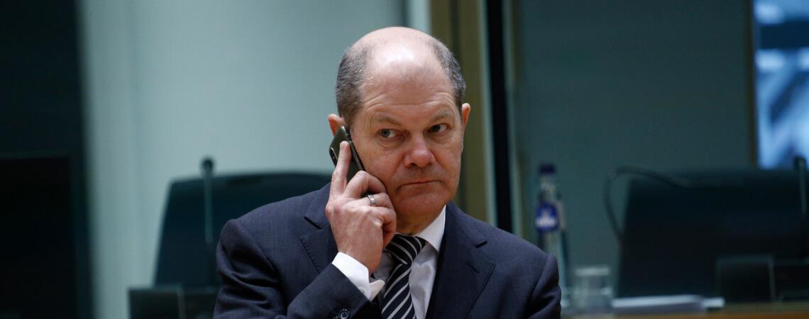 Olaf Scholz am Telefon