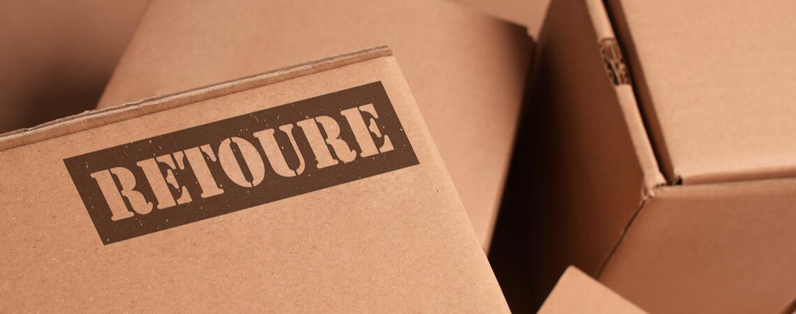 Pakete mit Aufschrift Retoure