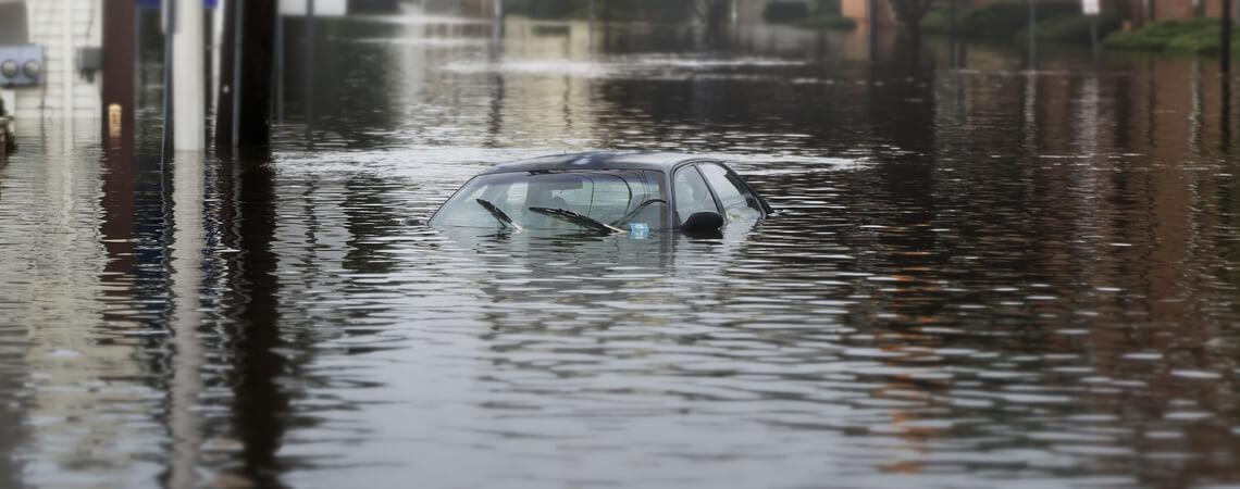 Auto in der Flut