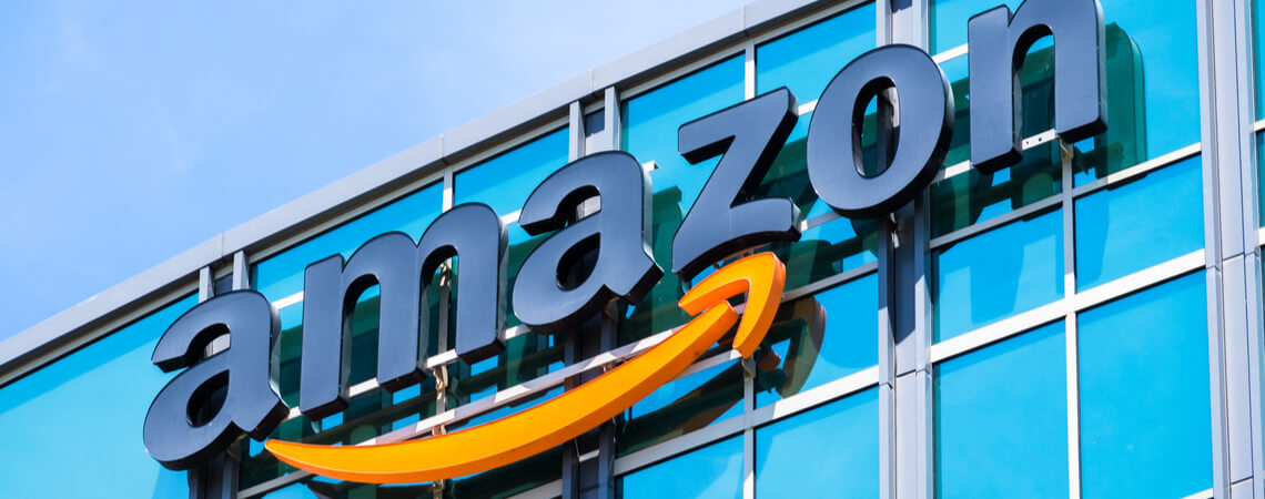 Amazon Schriftzug auf Gebäude