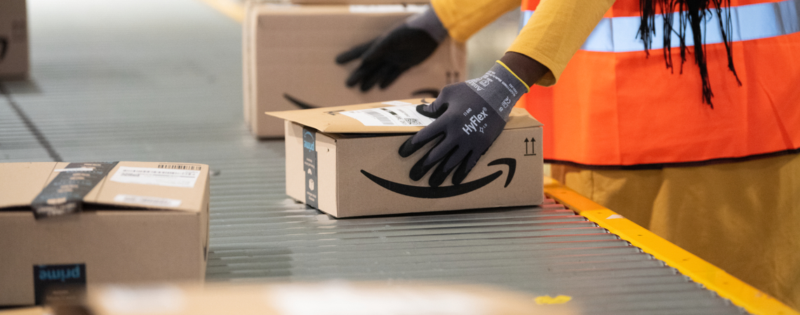 Amazon-Pakete in der Logistik