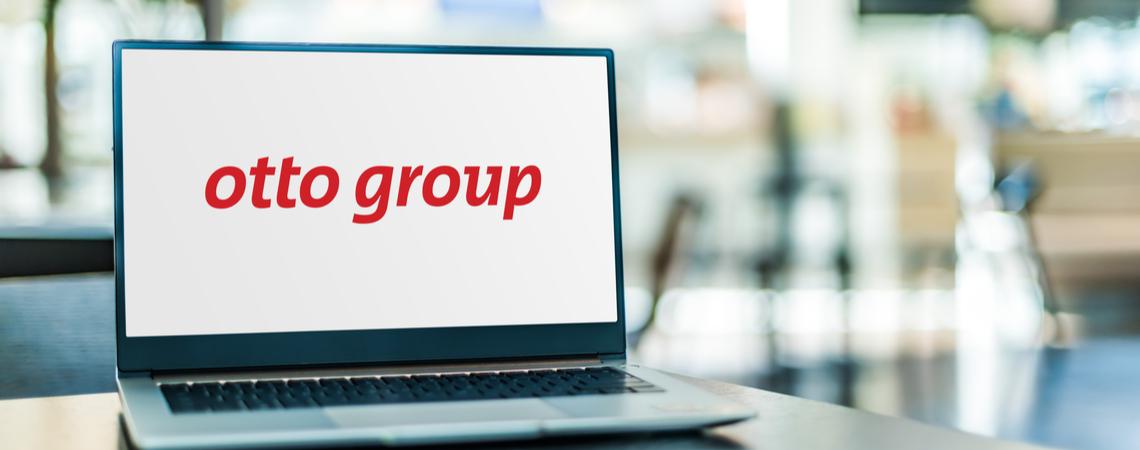 Otto Group Schriftzug auf Laptop