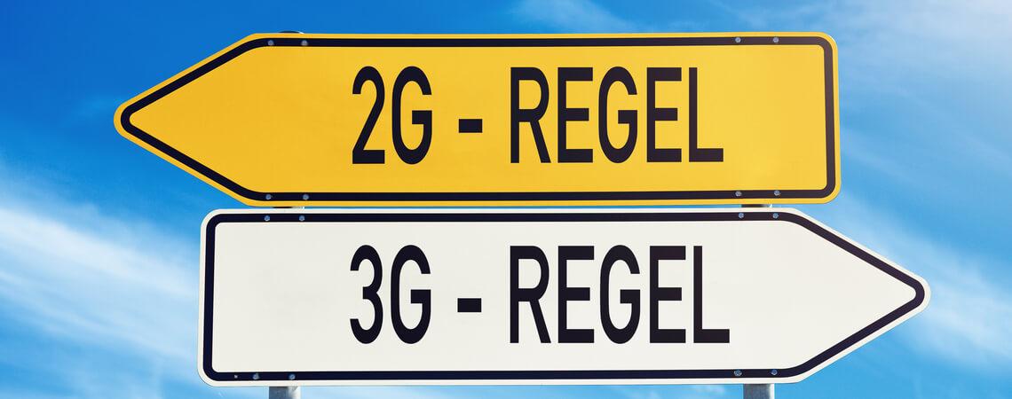 Schilder mit 2G-Regel und 3G-Regel