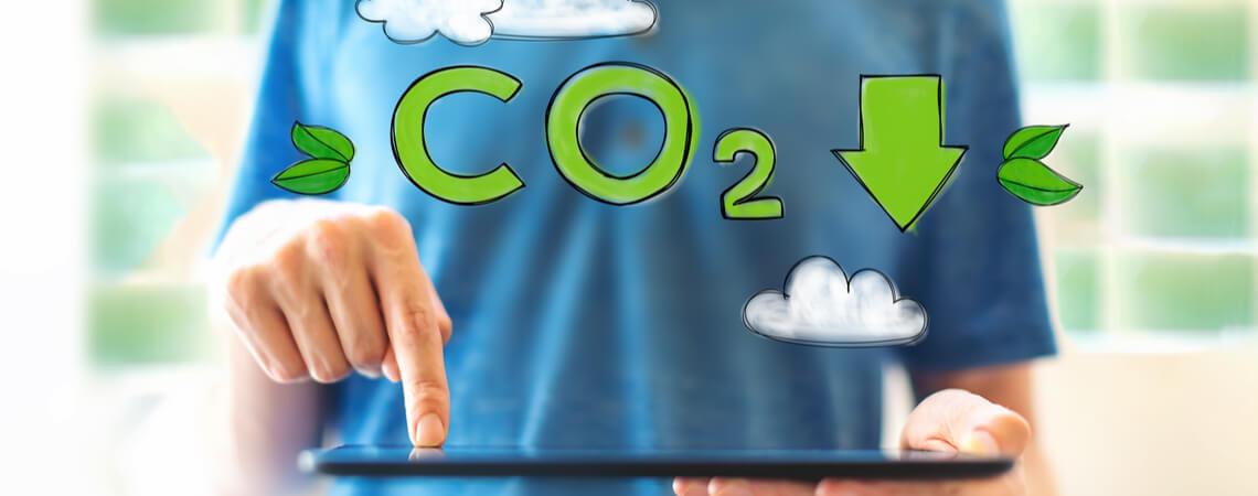 CO2-Verbrauch reduzieren mit Klick auf Tablet