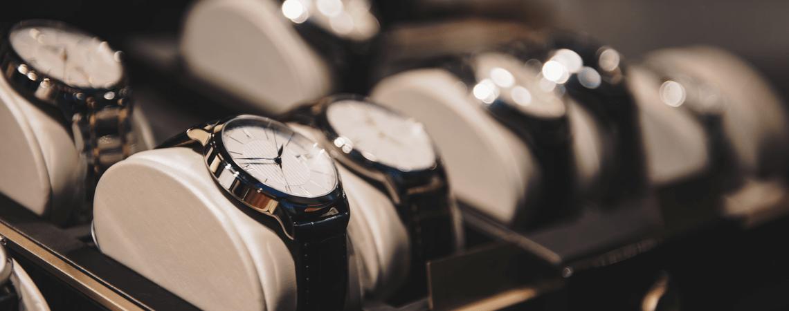 Verschiedene Uhren werden ausgestellt